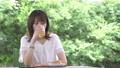 若い女性 カフェでリラックス 57021684