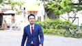 歩く男性 58031191