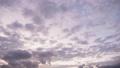 夕暮れの空を流れていく秋の雲(タイムラプス) 58104701