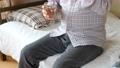 薬を飲む日本人男性 シニア 高齢者 錠剤 健康 治療 58174296