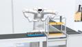 モータを組み立てる双腕ロボットのアニメーション。協働ロボットのコンセプト 58233172