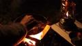 キャンプ 焚火 肉 58988501