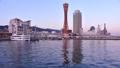 ポートタワーとホテルオークラ神戸の夕暮れ 60623110