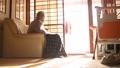 孤独な高齢者 高齢者 後期高齢者 90代 シニア 老人 介護 老々介護 ベッド 61112906