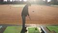 ゴルフ ゴルフ練習 シューティングレンジ 打ちっぱなし 男性 40代 趣味 スポーツ  61113208
