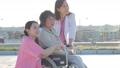 女性 ビジネス 高齢者 シニア 車椅子 仕事 医者 看護師 介護士 病院 屋上 61295833