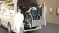 女性 ビジネス 介護士 高齢者 シニア 車椅子 福祉車両 介護車両 車椅子車両 リフト 昇降装置 61295936