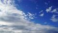 青空と雲のタイムラプス 流れる雲 61301352