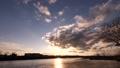夕日が沈む川の風景(タイムラプス) 61924625