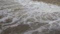 河川の濁流 62091199