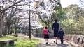 入学イメージ一年生ランドセル親子入園桜 63695956