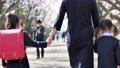 入学イメージ一年生ランドセル親子入園桜 63695992