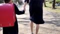 ランドセルを背負って歩く小学校一年生の女の子 63759674
