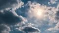 太陽と流れる雲 65600721