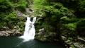 新緑の三段峡の三段滝 66076316
