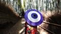嵐山の竹林 和傘の着物女性 66116042
