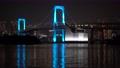 【新型コロナウィルス】医療従事者への感謝で青くライトアップしたレインボーブリッジ 66123598