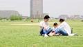 公園でランチ(新しい生活様式イメージ) 66250900