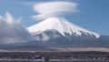 山中湖より望む富士山と笠雲(タイムラプス・ズームイン) 66561216
