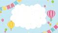 風船と気球が飛んでいるアニメーション 白い雲のフレーム 67695856