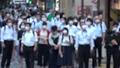 日本 東京 夏 マスクを着けた人々 群衆 雑踏 人混み (新型コロナウイルス対策) 67772533