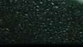 雨在車窗上行駛在下雨天的形象 67986181