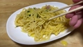 冷凍食品のカルボナーラと唐揚げを食べる。庶民の暮らしと食生活 68025901
