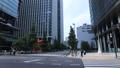 東京丸の内 オフィス街の交差点 パンニング【ビジネスイメージ】 69229568
