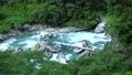 黒部川の透明な水の流れ 69501433