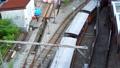 トロッコ電車が駅から発車する_富山県黒部市 69501861