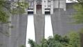ダムの放水シーン 69550001