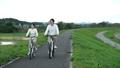 男女騎自行車 71007201