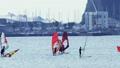 在江之島衝浪的人 71351242