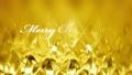 골드 빛 배경에 메리 크리스마스 문자 71362315