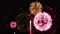 次々に打ち上がる華やかな打ち上げ花火のアニメーション。花火エフェクト動画素材。 71444991