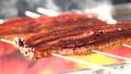 鰻を焼く 鰻の蒲焼き 71677482