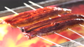鰻を焼く 鰻の蒲焼き 71680503