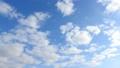 푸른 하늘, 흰 구름의 배경 소재 72427077