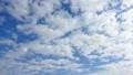 푸른 하늘, 흰 구름의 배경 소재 72427078