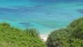 盛夏的宮古島的沙灘山。海浪拍打著翠綠色的大海和沙灘 72432235