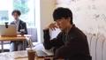카페 재택 근무 온라인 수업 온라인 학습 원격 웨비나 새로운 생활 양식 남성 73111836