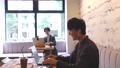 카페 재택 근무 온라인 수업 온라인 학습 원격 웨비나 새로운 생활 양식 남성 73111837