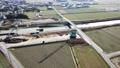 橋の架け替え工事に使われるクローラクレーン、 73994897