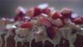 草莓蛋糕,磅蛋糕,白巧克力,水果蛋糕,糖果,草莓,甜食 74757814