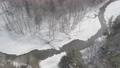 冬の川と森 74775803
