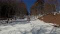 スキー場のリフトに乗車 75502974