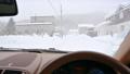車の運転席から見たホワイトアウトの様子 75656778