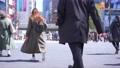 도쿄의 도시 풍경 시부야 스크램블 교차로를 오가는 사람들 75730825
