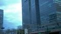 東京駅ビルの谷間を走る様々な電車 75815488