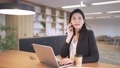 Business woman working in the office 76527167